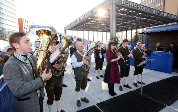 Auch Blasmusik wie im Alpenraum fehlt bei der Winterwelt nicht. (Foto Harald Paulenz)