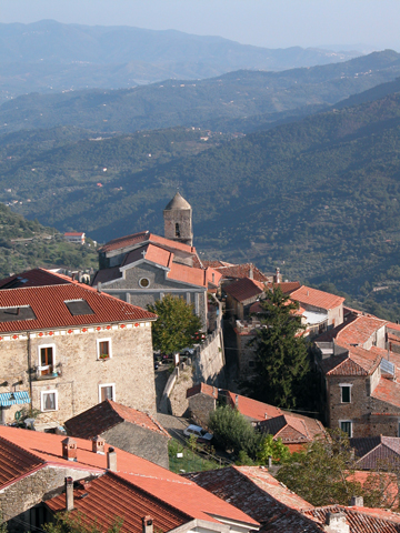 Traumhafte Dörfer schmiegen sich in die Bergwelt Kampaniens. (Foto ENIT)