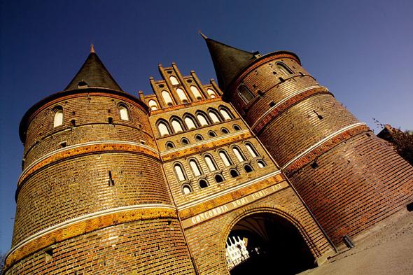 Neben dem Holstentor als weltberühmtes Wahrzeichen gibt esw in und um Lübeck einiges zu entdecken. (Foto Lübecker Museen)