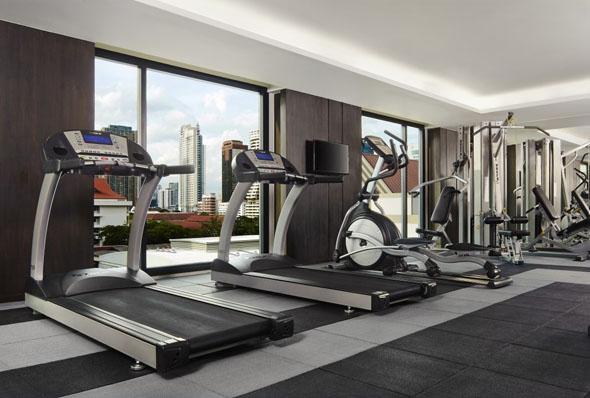Das moderne Fitness-Center eröffnet beim Sport den Blick auf die Stadt.