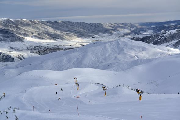 Insgesamt 14 Pisten zählt das moderne Skigebiet von Shahdag. (Fotos: Emil Khalilov)