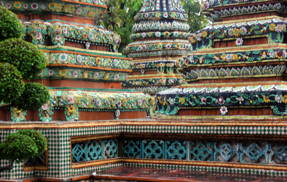 Der Wat Poh Tempel in Bangkok, wo auch der berühmte liegende Buddha zu finden ist, gehört zu den beeindruckensten Landmarken in Bangkok. (Foto Karsten-Thilo Raab)