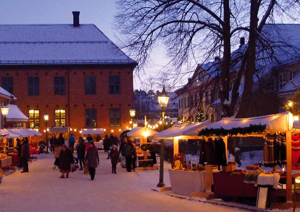 Stimmungsvoll: der Weihnachtsmarkt im Norsk Folkemuseum. (Foto Norsk Folkemuseum)