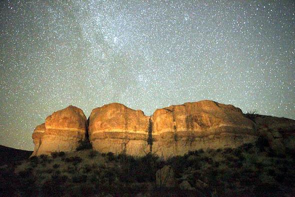Die Las Cuevas im Big Bend Ranch State Park von Sternen übersät..