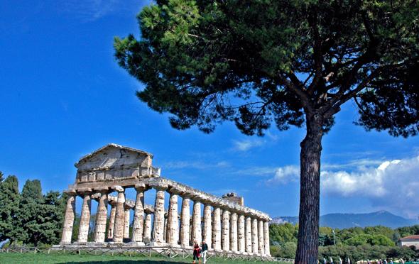 Ein herrliches Stück begehbarer Geschichte: die Tempel von Paestum. (Foto Paul-Georg Meister/Pixelio)