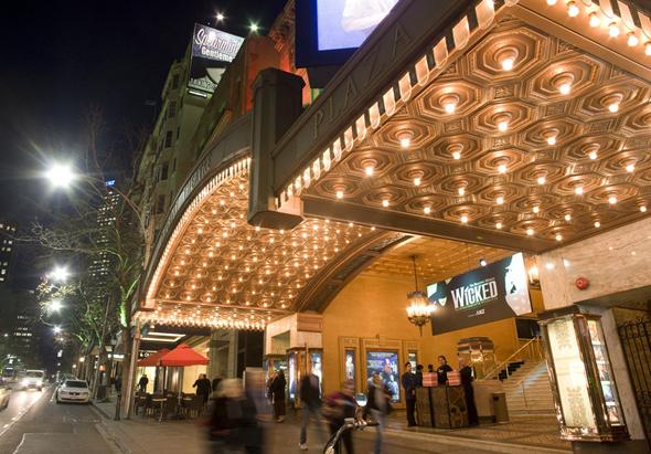 Eine der vielen kulturellen Drehscheiben der Stadt: das Regent Theatre in Collins Street. (Fotos Tourism Victoria)