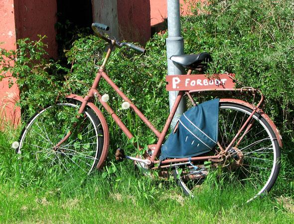 Auch die gibt es auf der fahrradfreundlichen Insel: ein Parkverbot für Drahtesel. (Foto Hans Snoek/Pixelio)