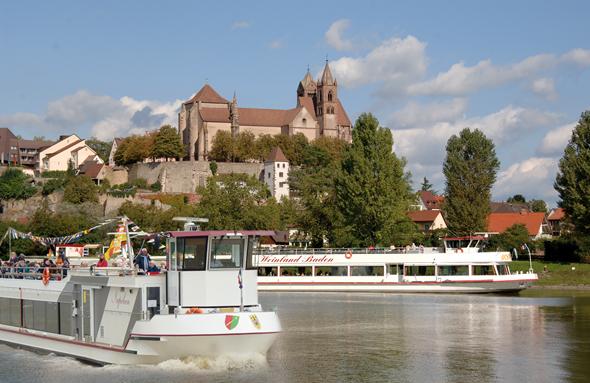 Ab März startet die Breisacher Fahrgast-Schifffahrt zu kulinarischen Rundfahrten auf dem Rhein.(Fotos: djd)