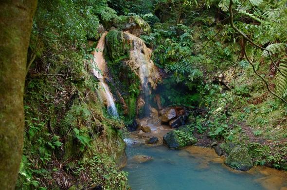 Ein Stück faszinierende Natur: die Caldeira Velha auf der Azoren.Insel São Migue. (Foto Alexander Dreher/Ppixelio)
