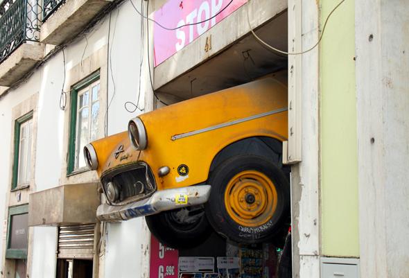 Ungewöhnlicher Blickfang an der Rua do Loreto im Stadtviertel Chiado. (Foto Karsten-Thilo Raab)
