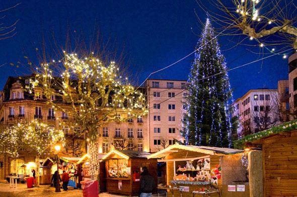Besonders stimmungsvoll präsentiert sich Luxemburg während des traditionellen Weihnachtsmarktes. (Foto Andres Lejona)