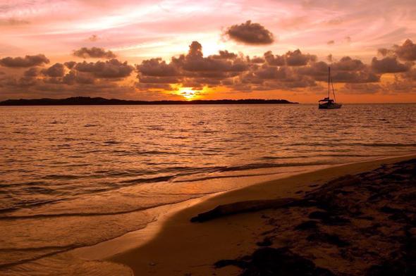 Nicht nur im Abendlicht geben sich die Samblas Insel vor Panama besonders stimmungsvoll.