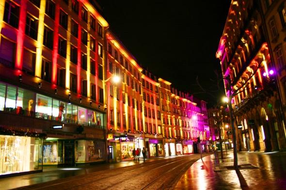 Ein echter Hingucker: die beleuchtete Rue de la Mésang. (Foto Karsten-Thilo Raab)