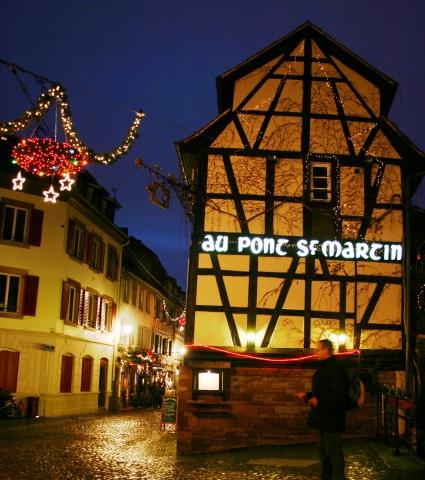 Eine der vielen bezaubernden Straßenzüge in Straßburg: die Rue des Moulins. (Foto Karsten-Thilo Raab)