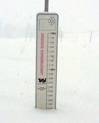 Der offizielle Schneemesspunkt an der Dorfloipe in Hochfilzen beim Start der Tour. (Foto Karsten-Thilo Raab)