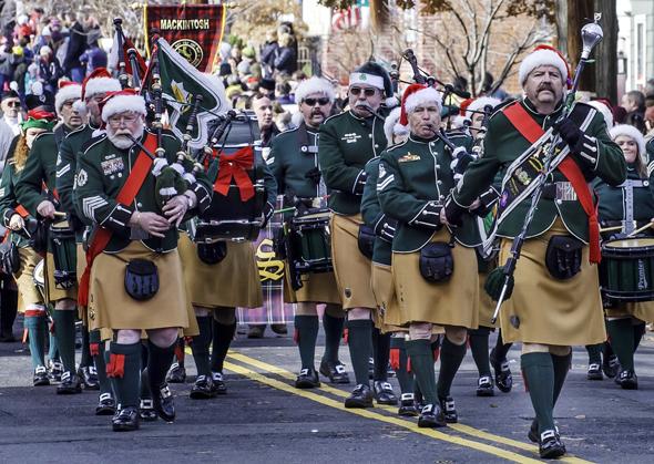 Kilt und Dudelsackklänge gehören zum Scottish Christmas Walk Weeken in Alexandria. (Foto R. Kennedy)