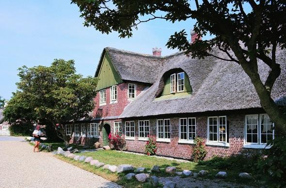 Romantisch-verträumte Häuser prägen das Inselbild. (Foto Fanø`)