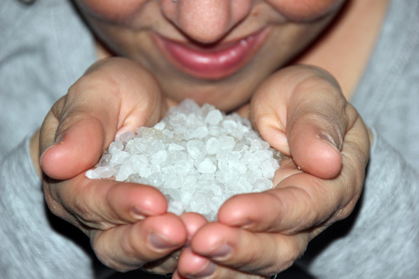 40.000 Kilogramm Salzkristalle aus dem Toten Meer gibt es in der Salzgrotte in St. Ulrich in Haus. (Foto Karsten-Thilo Raab)