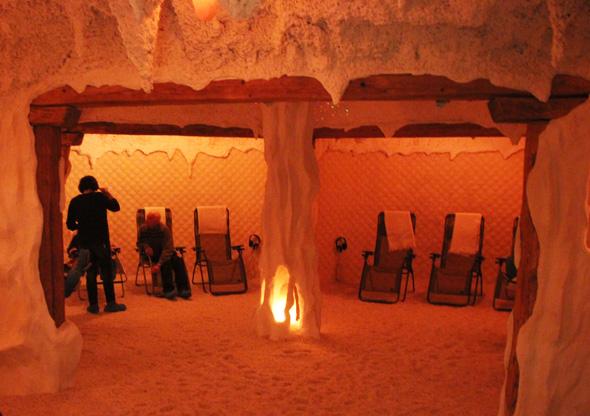 Wohltuened und entspannend - ein Besuch der Totes-Meer-Salzgrotte in St. Ulrich in Haus. (Foto Karsten-Thilo Raab)