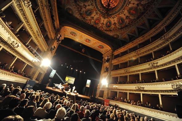 Eine der Bühnen beim Jazz-Festival: das prächtige Teatro Mancinelli.