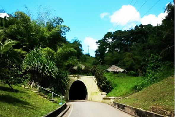Geschichtsträchtige und rekordverdächtig: Knolly's Tunnel auf Trinidad, der längste Tunnel der Karibik.