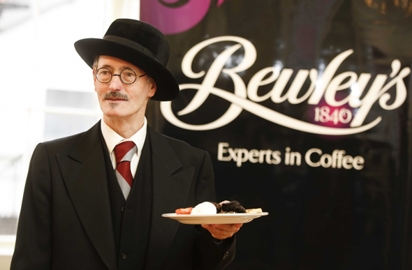 Im Bewley's im Herzen von Dublin wird James Joyce fast täöglich lebendig. (Fotos Tourism Ireland)