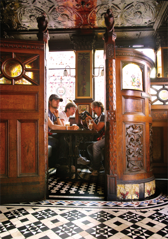 Teil der irischen Pub-Gemütlichkeit: die Snugs, die kleinen separaten Räumchen.