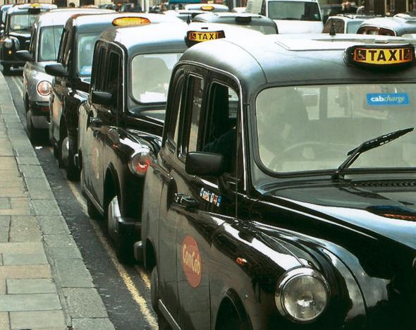 Londoner Black Cabs im Jahre 2015