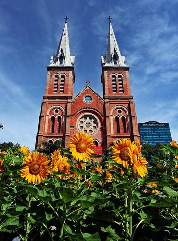 Ungewöhnliche Landmarke im einstigen Saigon: die Kathedrale Notre Dame.