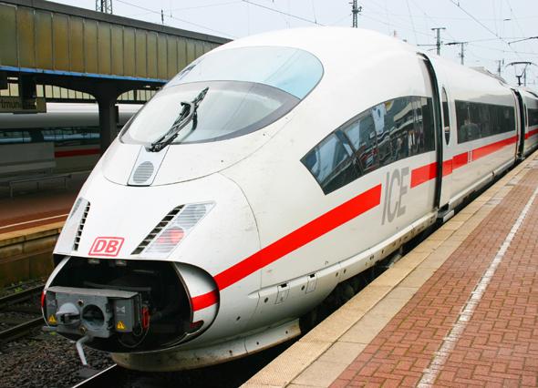 Aus einem ICE wird am 26. Mai 2015 beim Halt am Bahnhof Siegburg ein Transportkoffer mit einer Spenderniere entwendet. (Foto Karsten-Thilo Raab)