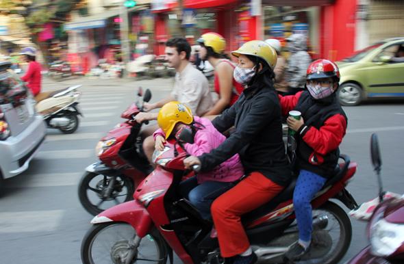 Die Roller sind für die Menschen in Ho Chi Minh City Familienkutsche und Transporter zugleich. (Foto Karsten-Thilo Raab)