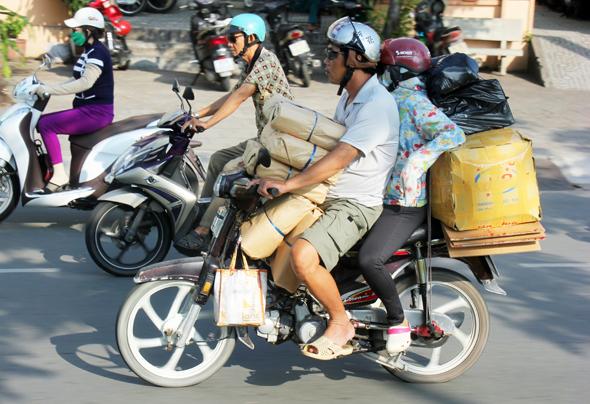 Roller sind für viele Vietnamesen motorisierte Packesel. (Foto Karsten-Thilo Raab)