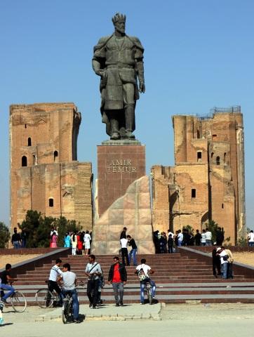 Nach der Unabhängigkeit wurde Temur ein eindrucksvolles Denkmal am Weißen Palast gesetzt. (Foto Karsten-Thilo Raab)