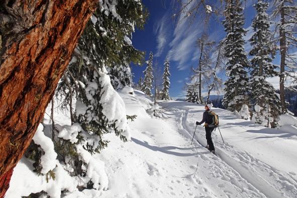 Ganz ohne Ski, mit geschnürten Wanderstiefeln entdecken Winterwanderer auf drei neu angelegten Winterhöhenwanderwegen die Tauplitz und den Kreischberg in der Steiermark. (Fotos Steiermark Tourismus)