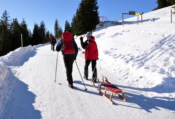 Winter, wandern, Schnee, blauer Himmel - die Steiermark verspricht perfekten Wintergenuss.