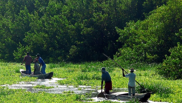 Einige Teile im Amazonbecken von Kolumbien lassen sich nur mit dem Boot erreichen.