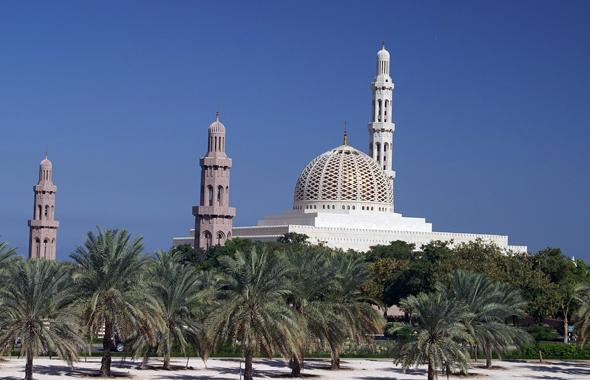 Die mächtigen Moscheen - wie hier in der Hauptstadt Muscat - gehören zu den Landmarken im Sultanat Oman.