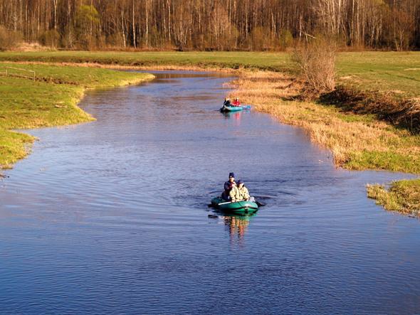 Auf Estlands Wasserwegen lädt eine Bootstour zu einer entspannenden Entdeckungstour ein. (Foto Visit Estonia)