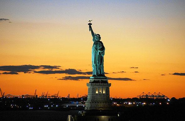 Miss Liberty dürfte angesichts des Silvestertrubels froh sein, im wahrsten Sinne des Wortes etwas außen vor zu sein...