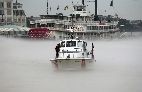 Auch das ist Louisiana: ein Schaufelraddamopfer im Nebel.
