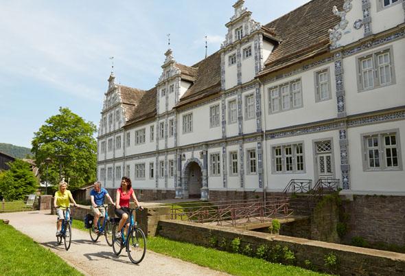 Schloss Bevern ist das Stammhaus der Münchhausens - und gilt als eines der prächtigsten Bauten der sogenannten Weserrenaissance. (Foto: djd)