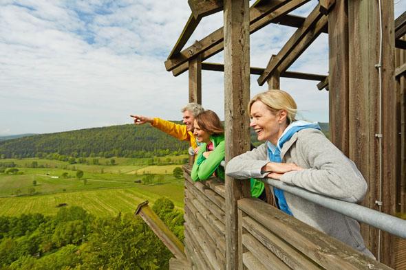 In der Solling-Vogler-Region lockt der Naturpark zu entspannten oder sportlich aktiven Entdeckungstouren. (Foto: djd)