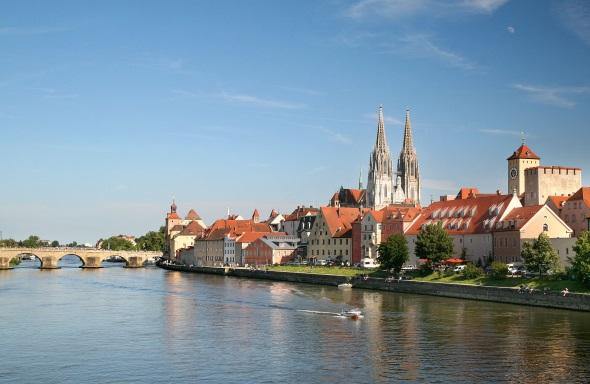 Mittelalter pur: Die Altstadt von Regensburg mit Stadtamhof gehört zum UNESCO-Weltkulturerbe. (Foto Hans Bauer)