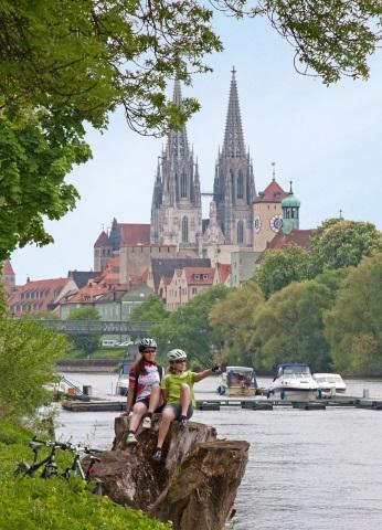 Die Lage direkt an der Donau verleiht Regensburg ein ganz besonderes Flair und lädt zu Radtouren ein. (Foto Stefan Gruber)
