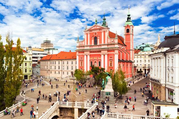 Herzstück in Ljubljana Innenstadt: der Prešeren Platz mit der barocken Franziskanerkirche. (Foto Mostphotos)