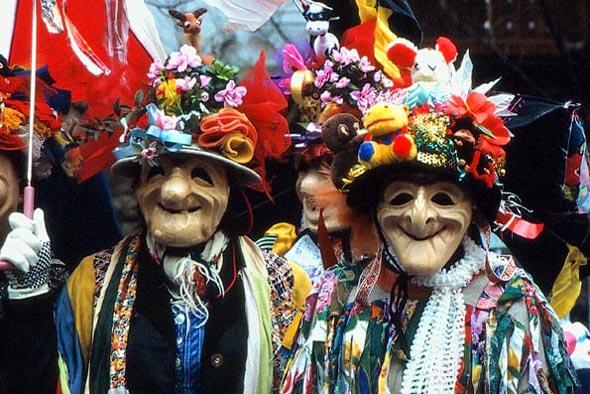 Skurile Masken sind fester Bestandteil der Fetzenumzüge in Ebensee im Salzkammgut. (Foto Udo Haafke)