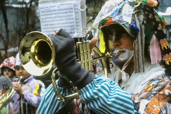 Blasmusik darf beim traditionellen Fetzenumzug nicht fehlen. (Foto Udo Haafke)