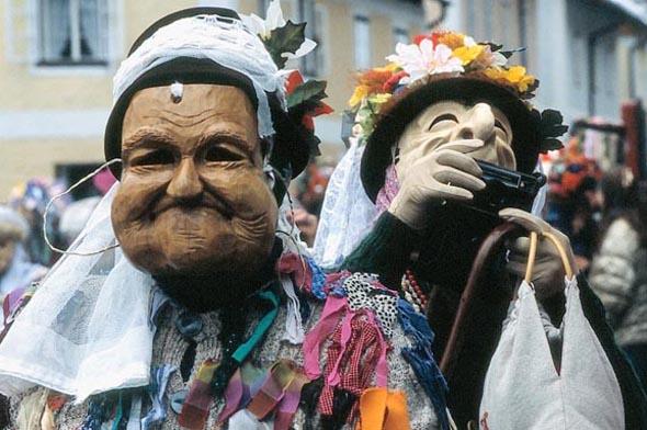 Die Maske sind ebenso wie die originellen Kostüme echte Blickfänge. (Foto Udo Haafke)