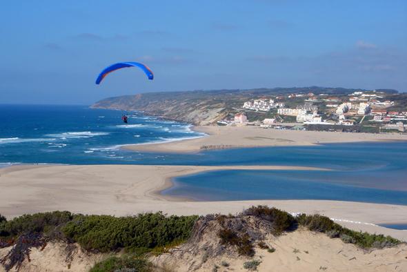 Lädt zum Baden und Surfen ein: die Lagoa de