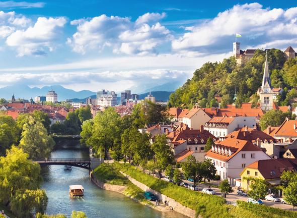 Der Ljubljanica-Fluss durchzieht die Innenstadt von Sloweniens grüner Hauptstadt. (Foto Mostphotos)